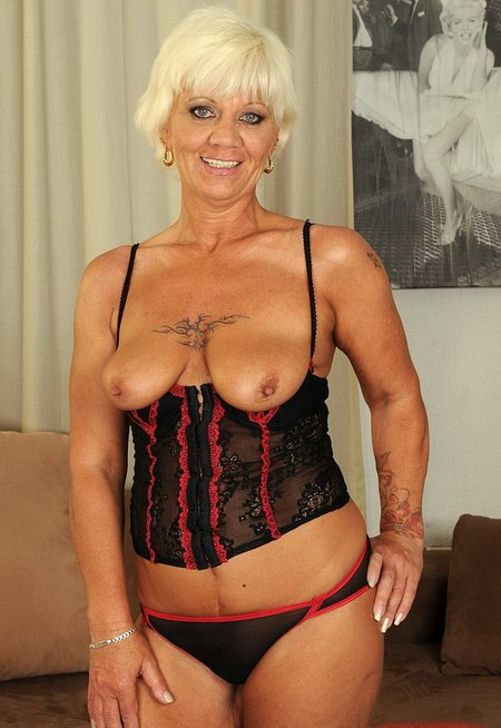 Blonde nude grannysexy-granny-fucked-by-young-1